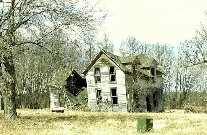 800px-Dunn_County-old_farm