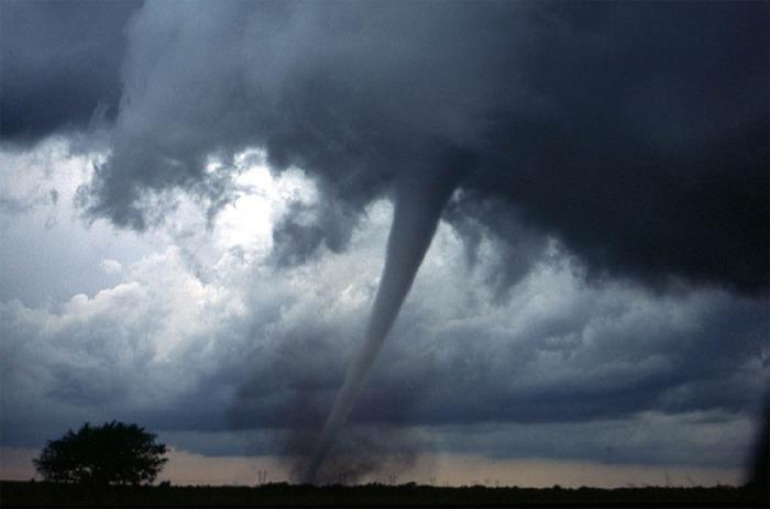 tornado-572504_960_720